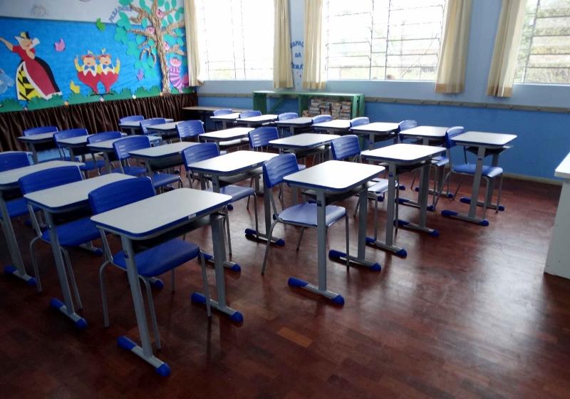 Vereadores fazem requerimento ao Executivo, solicitando informações sobre a situação dos prédios de escolas rurais do município.